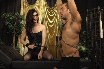 Transsexual dom fucks a straight guy